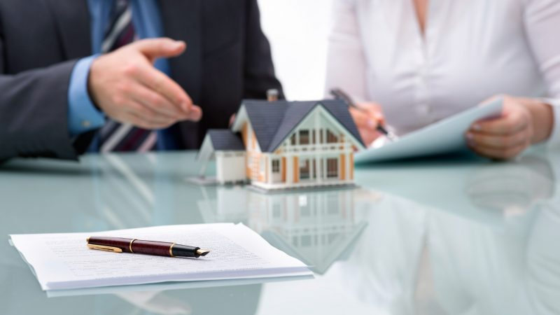 What Is The Difference Between The Real Estate Agent And Mortgage Broker?