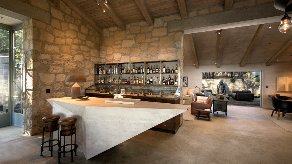 Designing a Luxury Home Bar