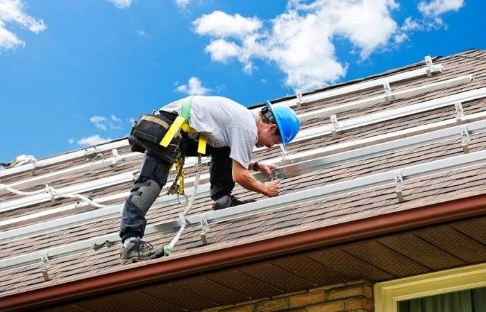 Roofing companies near me to repair roofs in an emergency situation
